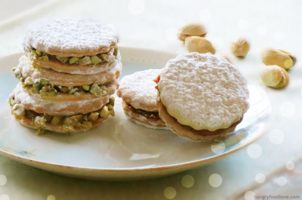 Alfajores with Pistachios by www.hungryfoodlove.com