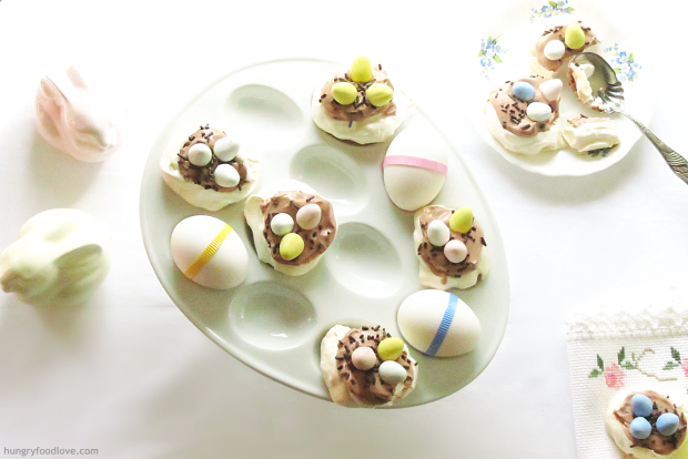 Mini Pavlovas nests for Easter - what a cute and tasty idea!